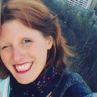 Cécile photo sourire rouge à lèvre vue montréal