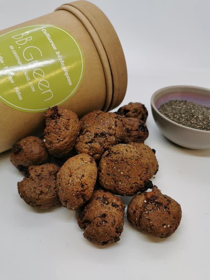 boite carton avec bol de graines et biscuit