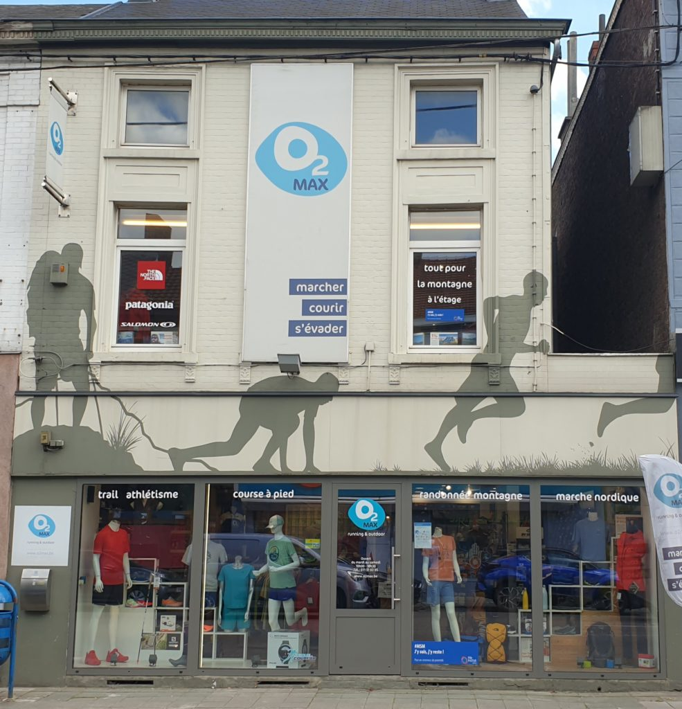 façade du magasin vitrine tenues de sport Running